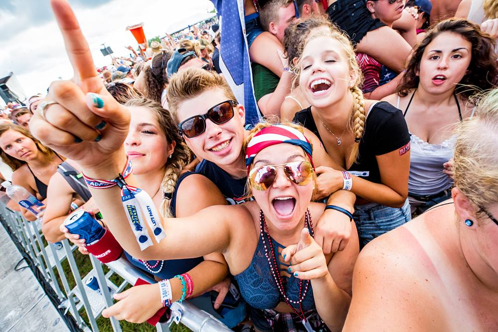 Header-image-for-mega-list-of-country-music-festivals-in-the-United-States